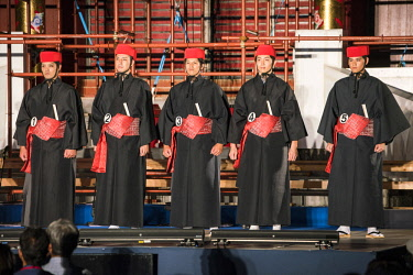 JAP1286AW Ryukyu classical drama (kumiodori) showing the play Hanaui nu yin at the Shuri Castle, Naha, Okinawa, Japan