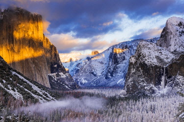 US05RBS0655 Winter sunset over Yosemite Valley from Tunnel View, Yosemite National Park, California, USA