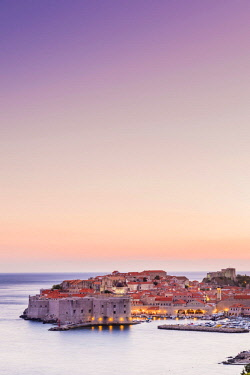 CRO1678AW Croatia, Dubrovnik, View of the old town at dusk
