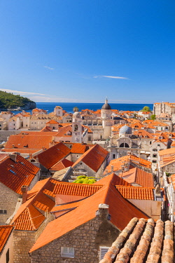 CRO1656AW Croatia, Dubrovnik, view over th rooftops