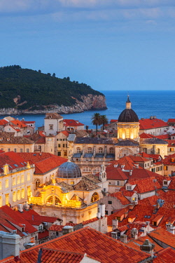 CRO1651AWRF Croatia, Dubrovnik, Old town at dusk