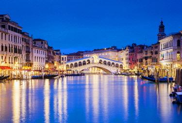 ITA12184 Venice. Veneto. Italy. The Ponte di Rialto.