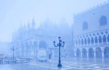 ITA12161 Venice. Veneto. Italy. The San Marco Basilica and Palazzo dei Dogi in Fog.