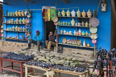 RW1275 Rwanda, Kinigi, Volcanoes National Park.  A small shop selling local handicrafts to tourists situated at the end of a trail to see Mountain Gorillas.