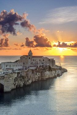 ITA12430AW Italy, Apulia, Puglia, Foggia district. Gargano, Vieste. Old town and Punta di San Francesco. (San Francesco promanade)