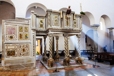ITA12338 Ravello. Amalfi Coast. Campania. Southern Italy. The highly ornamented marble medieval pulpit designed by Nicola di Barolomeo di Foggia in 1272 on commision by Nicola Rufolo at the Ravello Duomo.