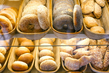 US33JMR0557 Bakery filled with bagels and breads, Boiceville, New York, USA