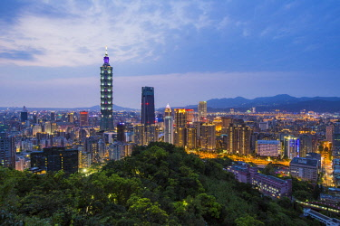 TW01177 Taiwan, Taipei, City skyline and Taipei 101 building in the Xinyi district