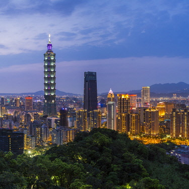 TW01178 Taiwan, Taipei, City skyline and Taipei 101 building in the Xinyi district