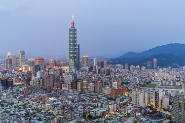 TW01180 Taiwan, Taipei, City skyline and Taipei 101 building