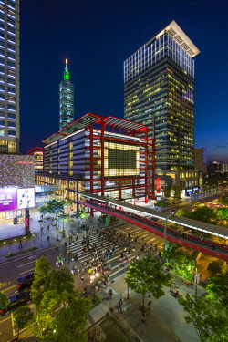 TW01186 Taiwan, Taipei, Xinyi downtown district, the prime shopping and financial district of Taipei