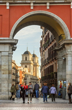 SPA7693AW Gate to the Plaza Mayor with a view to Calle de Toledo and San Isidro Church, Madrid. Spain