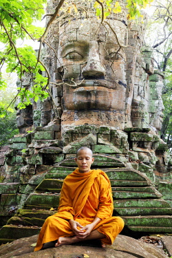 CMB1624AW Southeast Asia, Cambodia, Siem Reap, Angkor temples, Buddhist monk in saffron robes meditating (MR)