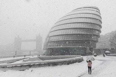 TPX63923 England, London, Southwark, London Bridge City, Tower Bridge and City Hall in the Snow