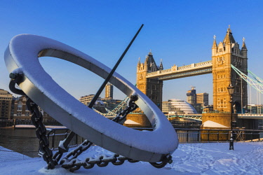 TPX64371 England, London, Southwark, Tower Bridge in the Snow