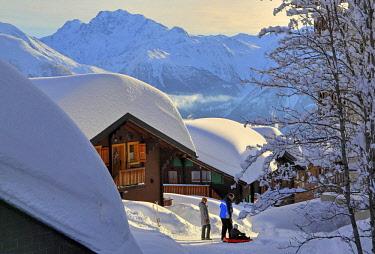 IBLGNG04646351 Deep snowy chalets, in the back Fletschhorn 3985m, Bettmeralp, Aletsch area, Upper Valais, Valais, Switzerland, Europe