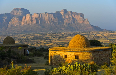 IBLGVA04645107 Bungalow of the Gheralta Lodge in front of the Gheralta Mountain Massif, Hawzen, Tigray Region, Ethiopia, Africa