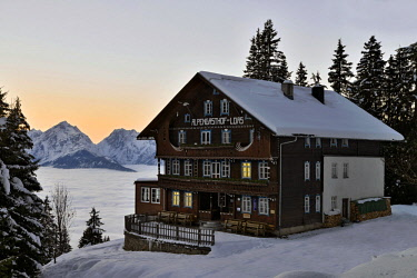 IBLREH04621173 Alpine guest house Loas in a winter landscape at dusk, Schwaz, Tyrol, Austria, Europe