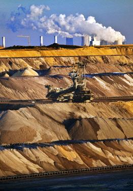 IBLSZI04626449 Open cast lignite mine with power station, Garzweiler, Juchen, Rheinische Braunkohlerevier, North Rhine-Westphalia, Germany, Europe
