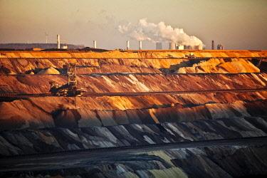 IBLSZI04626491 Open cast lignite mine with power station, Garzweiler, Juchen, Rheinische Braunkohlerevier, North Rhine-Westphalia, Germany, Europe
