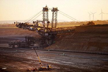 IBLSZI04626516 Open cast lignite mine with bucket wheel excavator, Garzweiler, Juchen, Rheinisches Braunkohlerevier, North Rhine-Westphalia, Germany, Europe