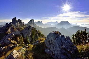IBXDAB04624831 Sun star over Fribourg Pre-Alps, Freiburger Voralpen, Gastlosen, Canton Fribourg, Switzerland, Europe