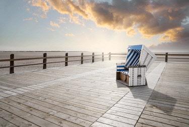 IBXRWI04624498 Lonely beach chair, Sankt Peter-Ording, Nordfriesland, Schleswig-Holstein, Germany, Europe