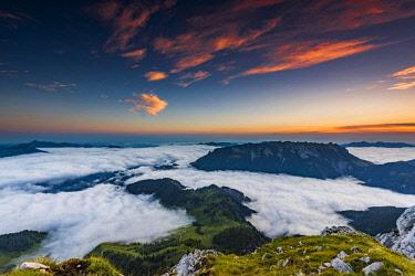 IBXSEI04612564 Mountain peak with sea of fog at sunrise, Wilder Kaiser, Scheffau, Tyrol, Austria, Europe