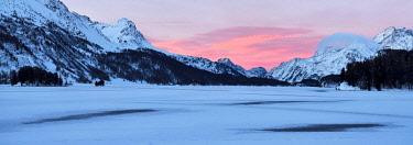 IBXSHU04624164 Frozen Lake Silsersee in winter, rear, Piz Cam, Pizzo di Prata, Piz Salacina, Piz Lizun, Pizzi di Maroz, Piz Duan, Sils, Upper Engadine, Canton Graubunden, Switzerland, Europe