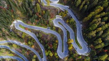 IBXSZM04593529 Serpentines at the Maloja Pass, Val Bregaglia, Engadine, Grisons, Switzerland, Europe