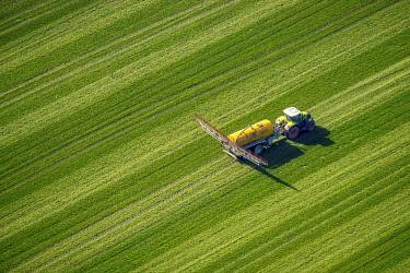 IBLBLO04508038 Tractor with pesticide sprayer on meadow, fertilizing, Dorsten, Ruhr district, North Rhine-Westphalia, Germany, Europe