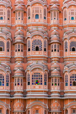 IBXHEN04643148 Sandstone facade of Hawa Mahal, Palace of Winds, Jaipur, Rajasthan, India, Asia