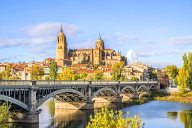 IBXJAS04596485 Cathedral, bridge over Tormes river, Salamanca, Castile and Leon, Spain, Europe