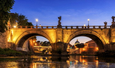 IBXKIP04643504 Ponte Sant'Angelo bridge over Tiber, dusk, Rome, Italy, Europe
