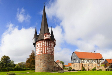 IBXNPR04579015 Junker-Hansen-Tower, fortified defence tower with castle Dörnberg, largest half-timbered circular building in the world, Neustadt, Hesse, Germany, Europe