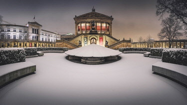 IBXRBE04535018 Old national gallery in winter at snow, dusk, Berlin, Germany, Europe