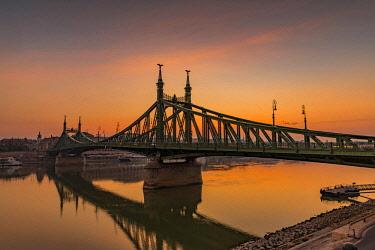 IBXSEI04640261 Freiheitsbrücke with Danube, Dawn, Budapest, Hungary, Europe