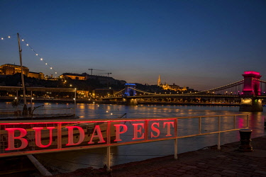 IBXSEI04640269 Illuminated Budapest sign with Danube and Chain Bridge, Evening Twilight, Budapest, Hungary, Europe