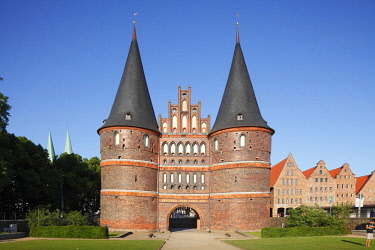 IBXTOK04611955 Holstentor Gate, Luebeck, Schleswig-Holstein, Germany, Europe