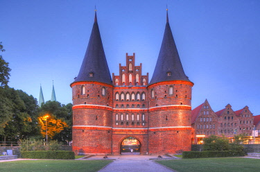 IBXTOK04611956 Holstentor at dusk,, Luebeck, Schleswig-Holstein, Germany, Europe