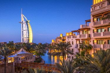 UE01782 Burj Al Arab &  Jumeirah Al Qasr hotels, Madinat Jumeirah, Dubai, United Arab Emirates