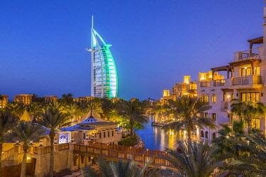 UE01784 Burj Al Arab &  Jumeirah Al Qasr hotels, Madinat Jumeirah, Dubai, United Arab Emirates