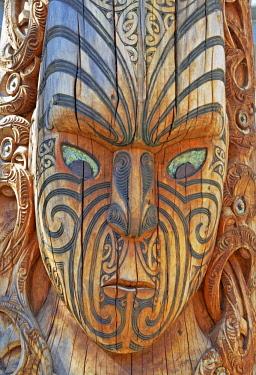 IBXSIM04358417 Maori totem, living Maori cultural centre Te Puia, Rotorua, Whakarewarewa Valley, New Zealand, Oceania