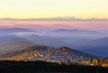 IBXMAN04591536 Finsterau near Mauth, behind Dachsteingebirge in the Alps, panoramic view from Siebensteinkopf at sunrise, Bavarian Forest National Park, Lower Bavaria, Bavaria, Germany, Europe