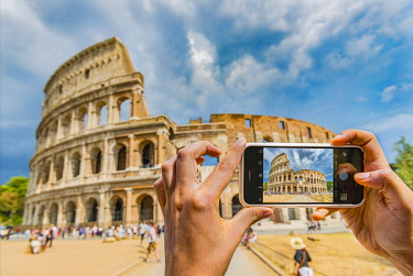 IBLVFW04399124 Hands of tourist photographing the Colosseum with smartphone, iPhone, Rome, Lazio, Italy, Europe