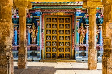 IBLVFW04401786 Colorful interior of Hindu temple with decorated door and pillars, temple city Srirangam, Iruchirappalli District, Tamil Nadu, India, Asia