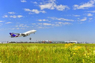 IBLATF04334788 Aircraft takeoff, Thai Airways, Boeing B 747, southern runway, behind Tower, Airport Munich, Munich, Bavaria, Germany, Europe