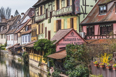CLKFV86014 Canal waterfront view of traditional townhouses, Colmar, Grand Est, France