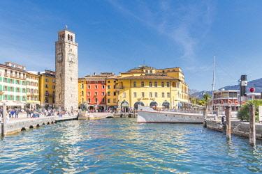 CLKMK88686 Riva del Garda, Lake Garda, Trento province, Trentino Alto Adige, Italy. The harbor and the Apponale tower