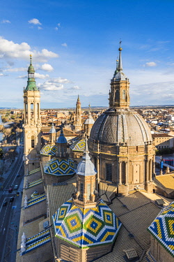 CLKAC86474 Elevated view of the Cathedral of Our Lady of the Pillar. Zaragoza, Aragon, Spain